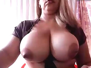 Big-breasted TS babe in solo webcam sex video